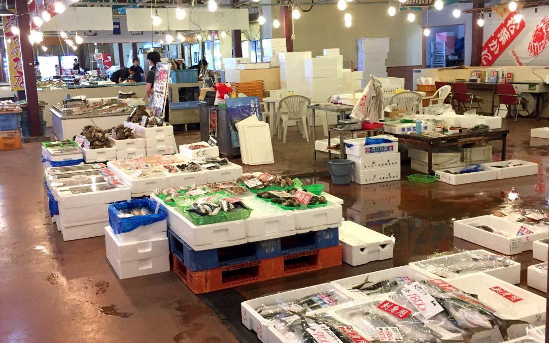 """出店店舗さんの様子【鳥取港海鮮市場 """"かろいち""""】"""